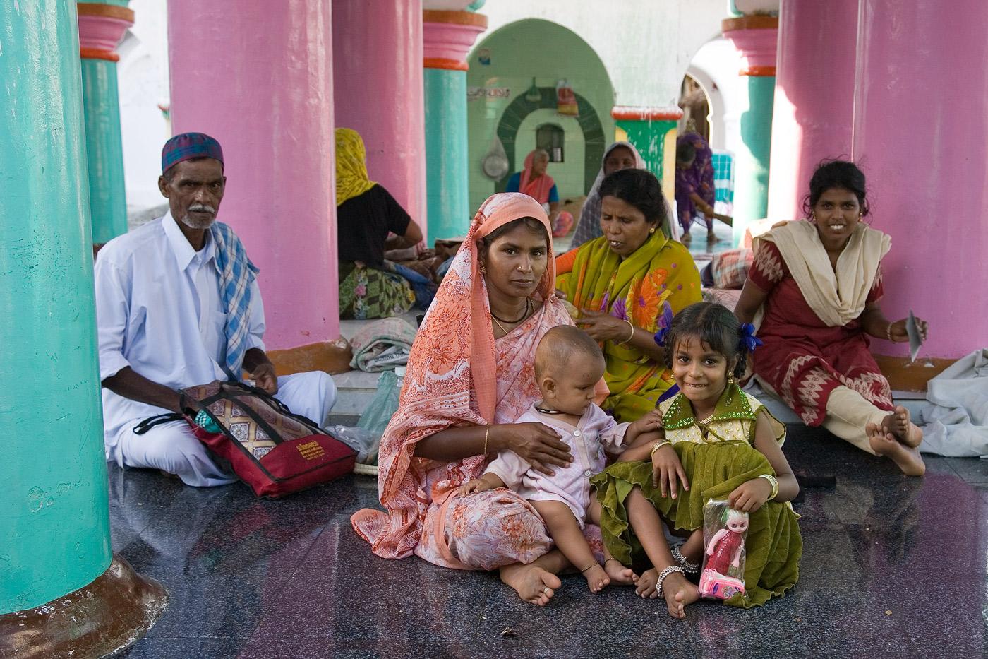 family-india